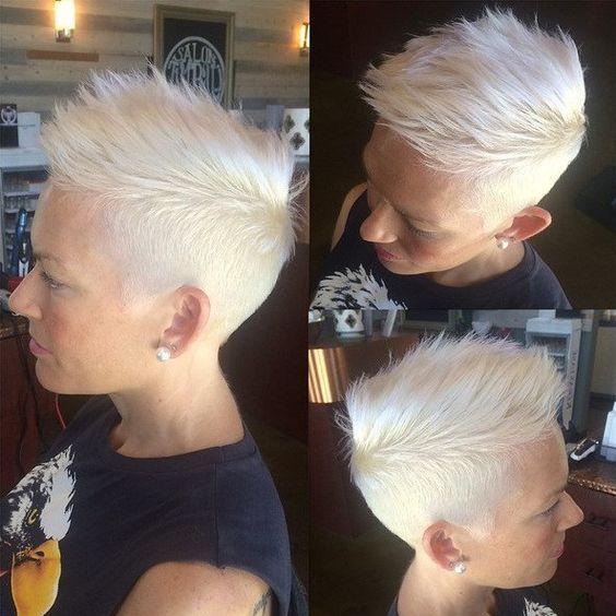 Spierwit haar is echt BAAS in kort haar! De laatste jaren is een spierwitte haarkleuring super populair en wij kunnen dit alleen maar beamen, want wit is echt een vet stoere kleur in een kortgeknipt kapsel! - Pagina 2 van 10 - Kapsels voor haar