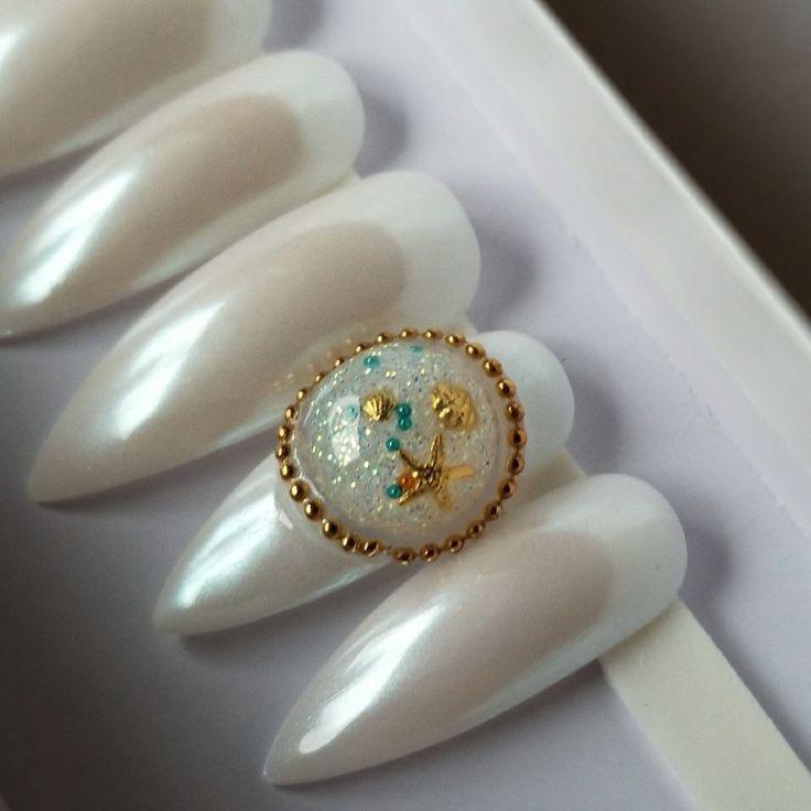 Pearl effect snow globe Available! Press-On Nails* fake nails, use glue or nail art adhesive.