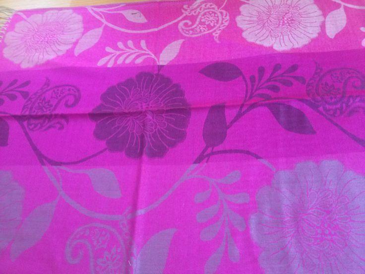 PA005 Pasmina ukuran 70 cm x 176 cm kain lembut, tidak transparant, mudah di bentuk dan sudah ada pinggiran Dengan 3 jenis warna dan motif di setiap pasmina yang paling penting memenuhi tuntutan syari'i Price: KrW 20000