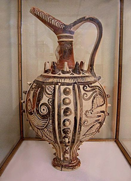 Minoan Pitcher Archeological Museum in Heraklion.Minoan Terracotta Pitcher439px-506px