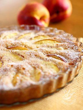 Cake with nectarines - La Torta con le pesche noci è una ottima torta fresca, perfetta per quando assale la voglia di frutta fresca di stagione. Piace molto anche ai bambini! #tortaallepesche