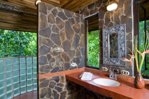9 best best outdoor showers and baths images on pinterest for Jungle bathroom ideas