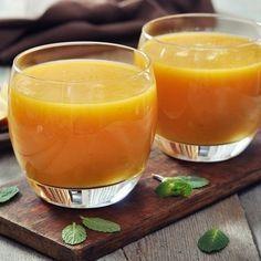 Smoothie mit Mango, Apfel und Leinsamen