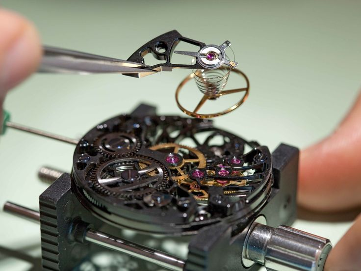 Create and leave with your own Swiss watch during an unusual day in one of the birthplaces of Swiss watchmaking.