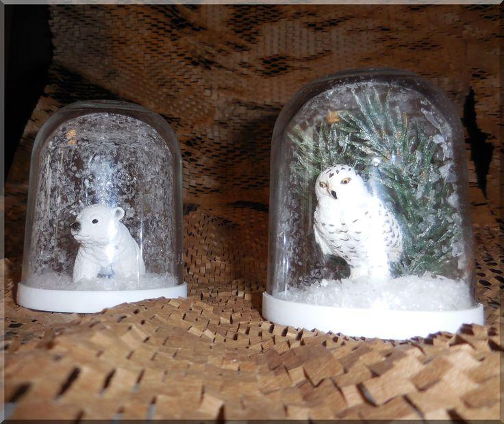 Trockene Schneekugel  Benötigte Materialien: Glas mit Deckel (hier Nutella-Gläser, weil sie unten wie Schneekugeln abgerundet sind) Figuren oder andere Objekte Kunstschnee Doppelklebeband Superkleber Haarspray  Figuren mit Doppelklebeband und Superkleber in den Deckel kleben, Glas zu 2/3 mit Haarspray besprühen, mit Kunstschnee 2 cm hoch füllen. Deckel einfügen und dicht ins Glas kleben.