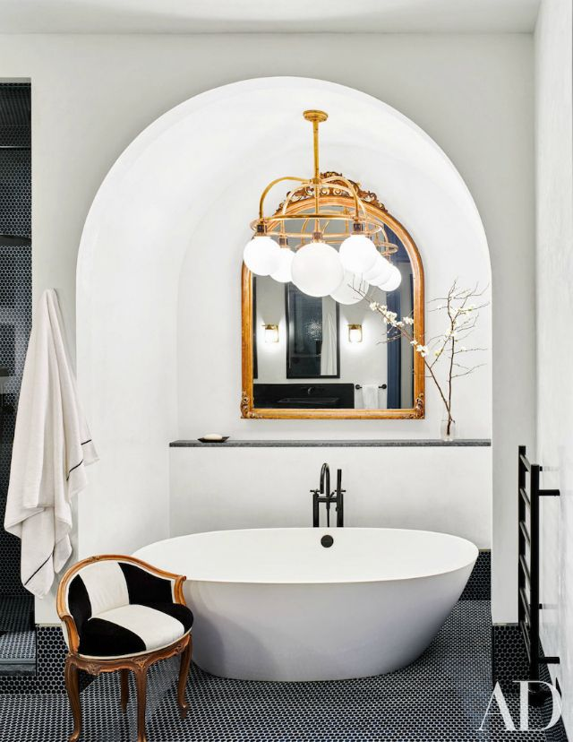Bring more light and sophistication to your bathroom with gorgeous mirrors. We are sharing with you the most beautiful bathroom mirrors you will want to have.   Bathroom Ideas. Bathroom Interiors #bathroom #bathroomdesign See more at: https://www.brabbu.com/en/inspiration-and-ideas/interior-design/beautiful-bathroom-mirrors-want