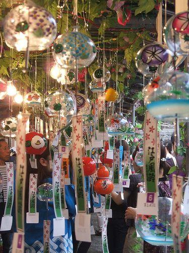 風鈴のたくさんありますよ!Lots of furin / (usually glass) wind chimes. #japan