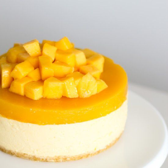 Mango overload cheesecake for this hot summer Christmas! Rich, smooth, slightly tangy and has a hidden layer of mangoes inside jelly topping