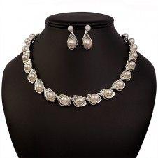 SET bijuterii mireasa colier si cercei placate cu Aur alb 10k si perle stralucitoare