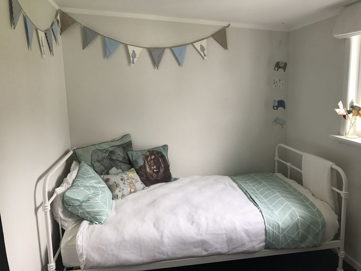 Kids bedrooms are the most fun. White base as always freshened up with pops of turquoise and mint.