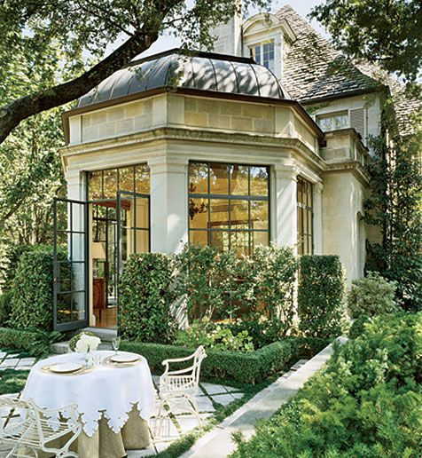 Hexagonal sunroom opening onto an eating patio in the garden. A 2006 renovation by Peter Marino to a 1929 Dallas-area home. Photo: Matthew Millman