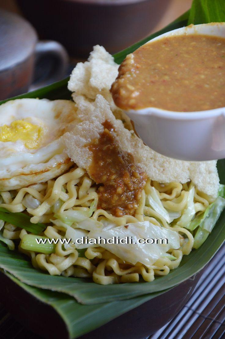 Diah Didi's Kitchen: Pecel Mie...Menu Unik Yang Enakk..^^