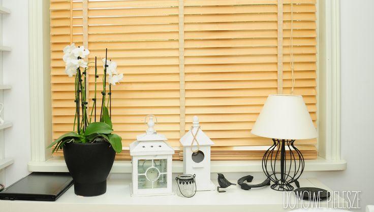 Żaluzje DREWNIANE I BAMBUSOWE.  Jasna kuchnia w domu rodzinnym.  Domowe Pielesze: domowepielesze1@gmail.com tel. 534 904 099  FB: https://www.facebook.com/DomowePielesze/  #wystroj #wnetrza #design #inspiracje #dladomu #domowepielesze #inspire #interior
