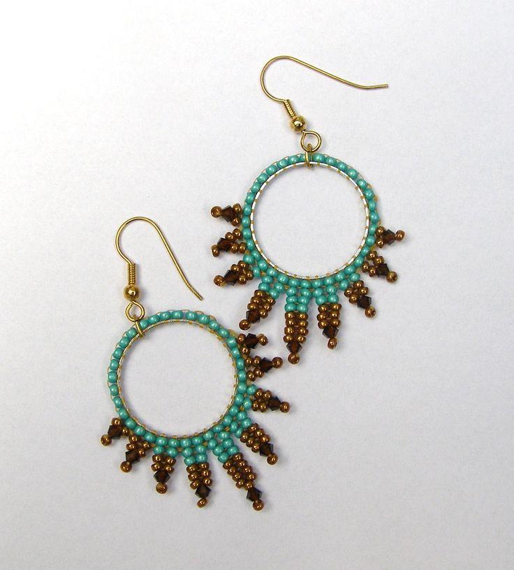 free patterns: herringbone earrings | oorbellen in herringbone stitch en brick stitch. Simple earrings ...