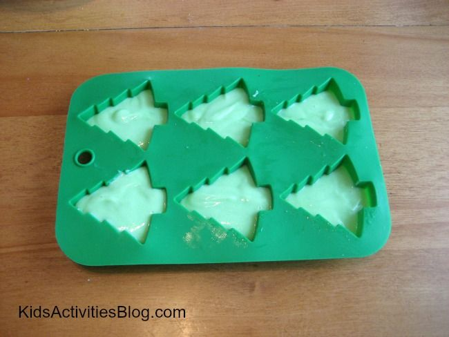 Looking for Christmas cakes ideas this holiday season? We have the perfect December activity for you and your kids that results in a healthy-ish holiday dessert. *gasp* Yes, we here at Kids Activities Blog do recognize the issue of overloading children with desserts over this season. That is one of the reasons why we LOVE …