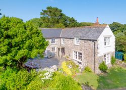 Kilter House   United kingdom Cornwall England. Stylish holiday home for groups just 1 mile from the sea. Enjoy table football, large garden, nearby seaside villages, pubs, coastal paths
