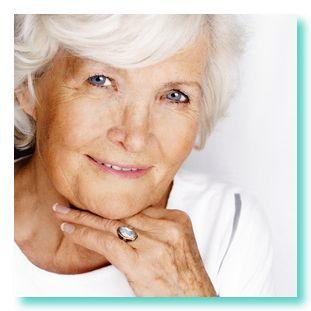 Taller con lego para personas de edad avanzada ayudan a prevenir problemas de envejecimiento prematuro
