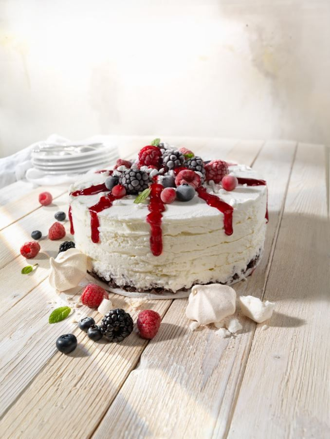 Meringue and Mixed Berries Gelato Cake. Babbi dessert of italian high quality.  #babbi #ilovebabbi #ilovegelato #gelato #gelatoartigianale #gelateriartigianale #helado #heladoartesano #heladeriartesana #icecream #italiangelato #italianicecream #artisangelato #sorbete #dessert #food #foodies #foodlover #sweet #italianfood #foodpic #foodphotography #coldpastry #semifreddi #cake #gelatocake #fruits #mixedberries #meringue