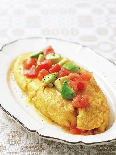 だし巻きでオムレツをつくったら、トマトやアボカドと好相性!|『ELLE a table』はおしゃれで簡単なレシピが満載!