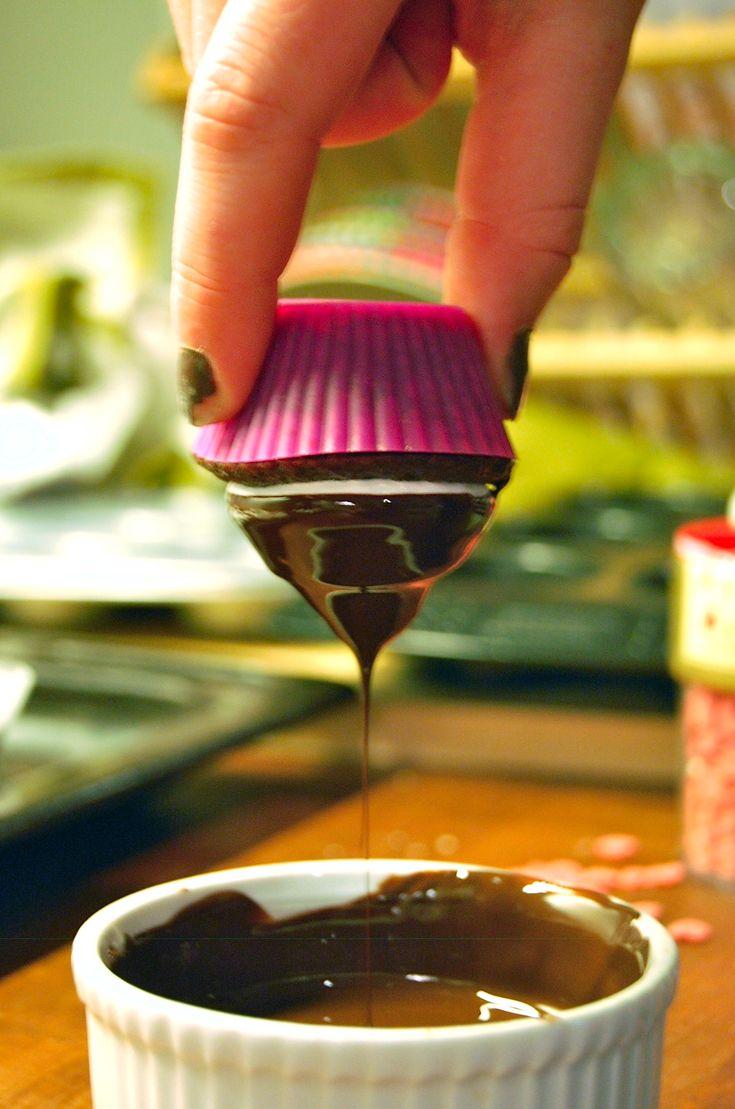 A match made in heaven - Chokolade cupcakes med flødebolletopping! - Copenhagen Cakes