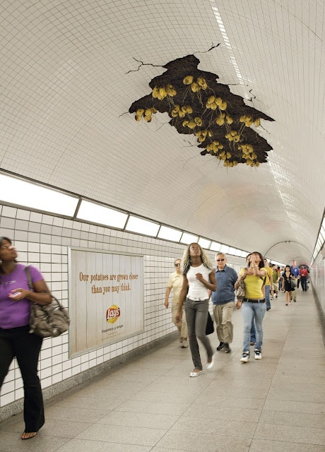 Lay's. Ads: Potatoes Chips, Street Marketing, Funny Pictures, Ads Design, Farmers Marketing, Guerrilla Marketing, Business Marketing, Prints Ads, Black Girls