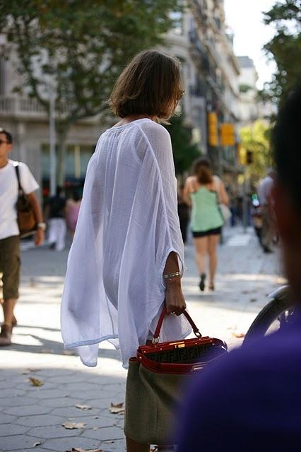barcelona....stunning blouse...........great bag.............l-o-v-e...........