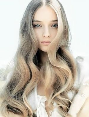 looooove this style of curl for long hair! + perfect fresh face for teen portrait beauty inspiration