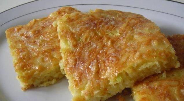 Sastojci – 1 kg krompira – 1 veća glavica luka – 2 kašičice soli  – 10 gr brašna – 100 ml ulja – 2 kašike putera – biber  Način pripre