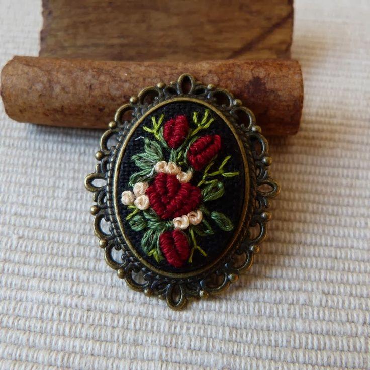 рококо вышивка, вышитые броши, вышитые розы вышитые броши, броши с вышивкой, вышитая драгоценность, броши, винтаж медальона с вышивкой ручной работы, драгоценность, слитках стежком,