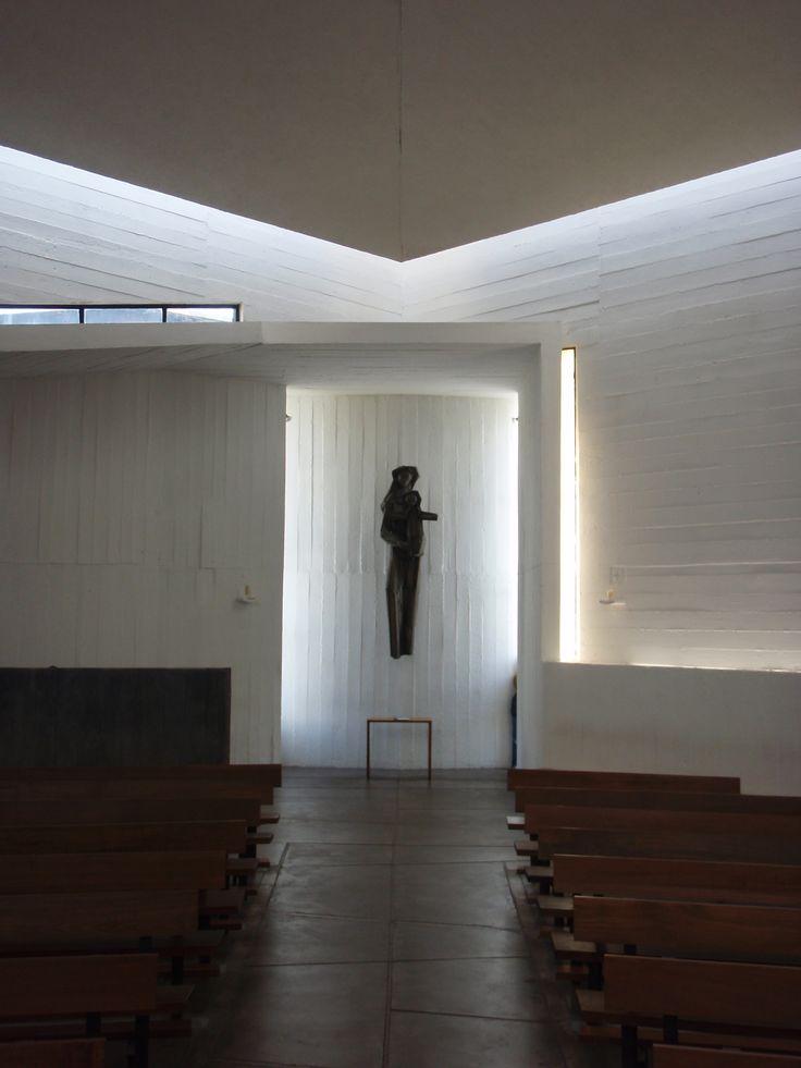 Capilla del Monasterio Benedictino - Cerro Los Piques, Santiago, Chile / 1964 / Gabriel Guarda y Martín Correa