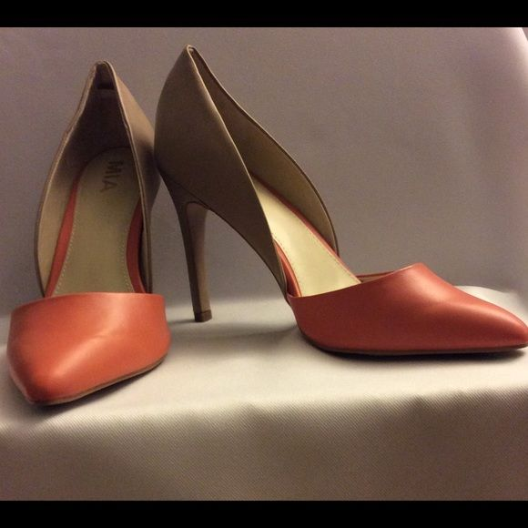 """NWT TWOTONED HOSTPICK Nothing says CHIC like these two toned d'Osay heels from MIA. The Michelle pointed toe pump seamlessly adds a classic flair to a classic style. These two toned heels are Blush/Natural colors. Absolutely gorgeous!! Two toned Faux Leather Upper D'Orsay styling 4'"""" covered heel Synthetic Sole Imported. Comes with original box. MIA Shoes"""
