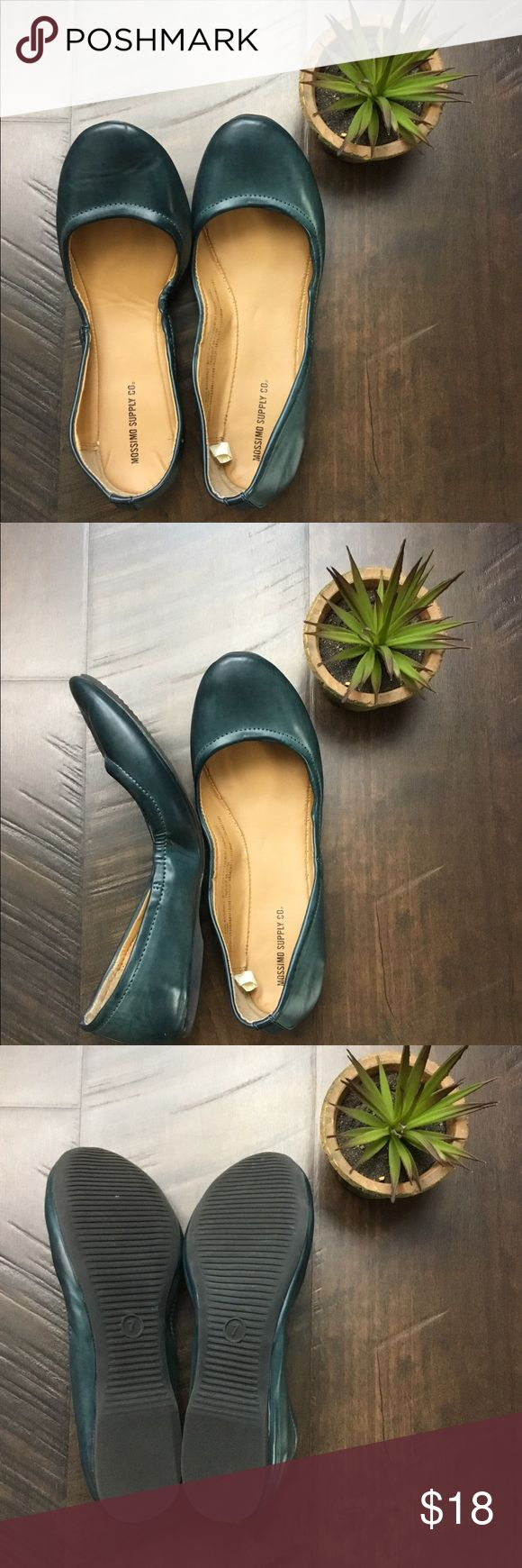 Mossimo Supply Co Antiqued Navy Ballet Flats Mossimo Supply co antiqued navy ballet flats. Foldable. Worn once, EUC. Size 7. Scrunched sides. Matte navy. Mossimo Supply Co Shoes Flats & Loafers