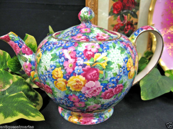 Colorful teapot perfect pattern for a cottage