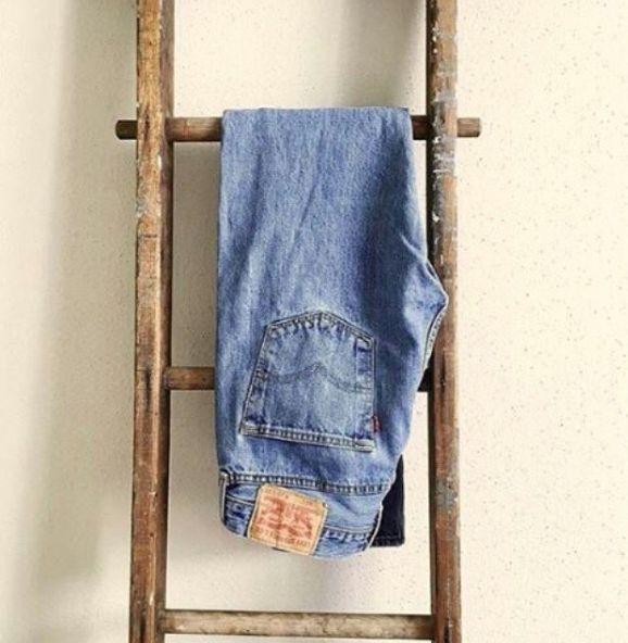 Wanneer ons aan jeans dink is die eerste woord wat in ons kop kom Levi's. Dit is geen wonder nie, want Levi's is die oudste jeans handelsmerk in die wêreld. Dit is in 1871 gestig.