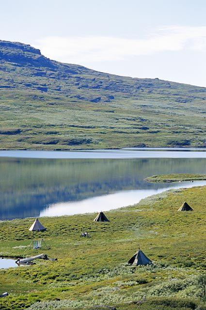 lakeside camp, Lapland, Sweden | Håkan Hjort via Johnér