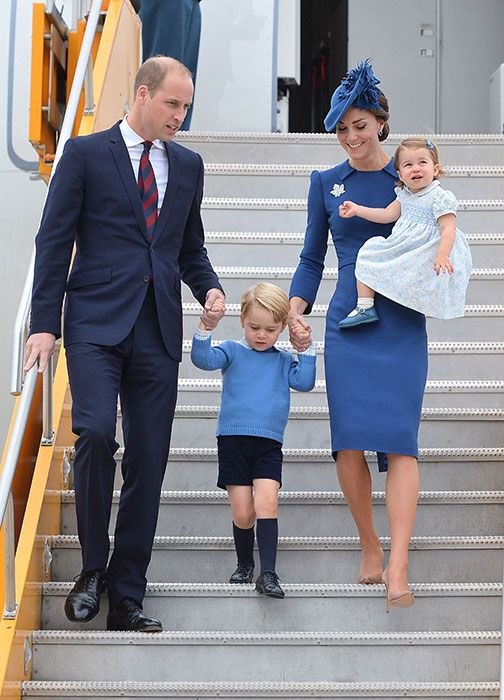 Kate gives a sartorial nod to her hosts as she arrives for Canadian royal tour - Foto 1