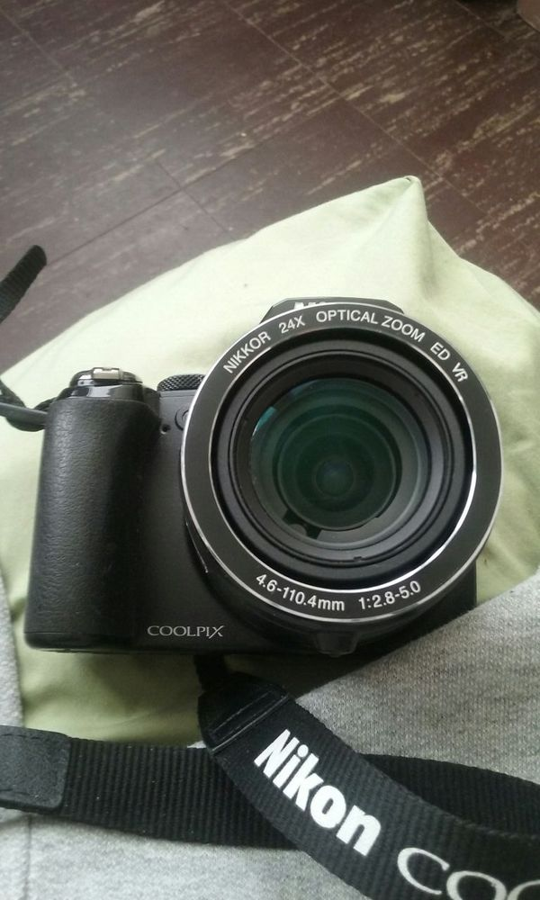 Nikon coolpix Camera in Chicago, IL (sells for $200)