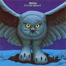 """VAI UM SOM AÍ?: Rush - """"Fly By Night"""" é segundo álbum de estúdio d..."""