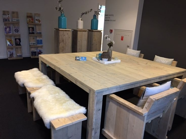 Kantoorpand met sfeervolle steigerhouten meubels