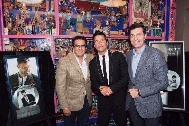 """El artista internacional Ricky Martin recibió el fin de semana en México dos certificaciones incluyendo un Disco de Diamante por su exitoso sencillo """"Vente Pa'Ca"""" feat. Maluma."""