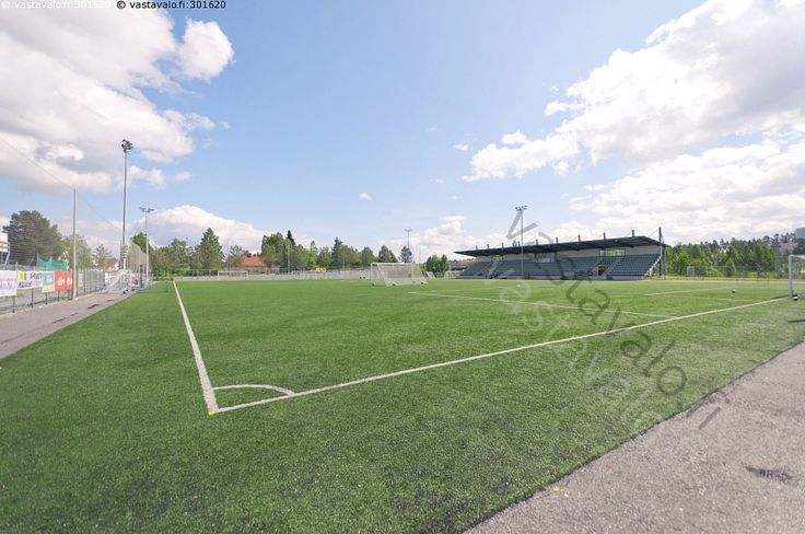 Kajaanin liikuntapuiston jalkapallokenttä  - Kajaani Kajaanin jalkapallokenttä liikuntapuisto jalkapallo katsomo kenttä katos tekonurmi Kainuu