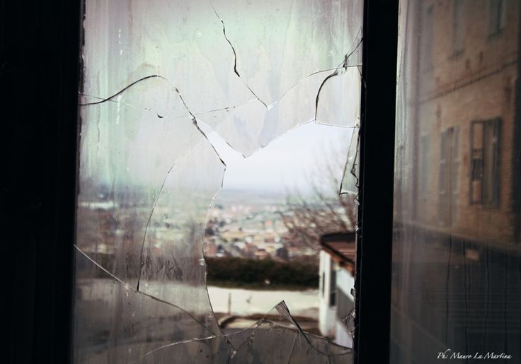 Fuori dalla finestra by mauro la martina