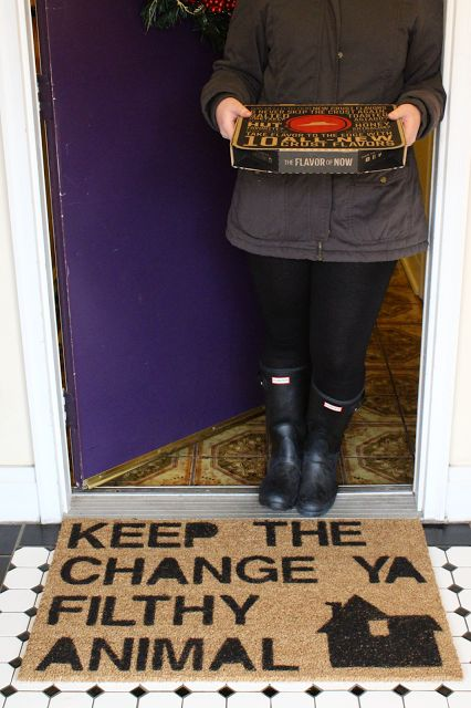 Make this 'Home Alone' Inspired Doormat! #DIY