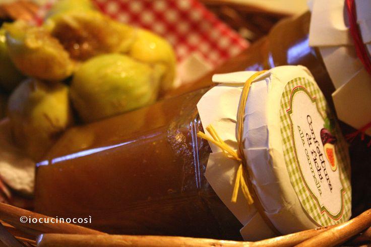 Confettura di fichi al rhum e alla cannella. Adatta per i dolci ma anche per accompagnare piatti salati come risotti e formaggi stagionati.