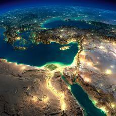 Τίποτα δεν μπορεί να σε συνεπάρει περισσότερο από το να δεις τη Γη από το Διάστημα τη νύχτα. Τα εθνικά σύνορα εξαφανίζονταi και ποτάμια φωτός ενώνουν τις πόλεις όλου του κόσμου σε μία λαμπερή ταπετσαρία. Είναι υπέροχο να βλέπεις την Ευρώπη να λαμπυρίζει.  Σε μερικές λοιπόν από τις φωτογραφίες που κατά καιρούς έχουν ληφθεί από δορυφόρους της NASA έβαλε το -δημιουργικό- χεράκι τουο ο Anton Balazh (Антон Балаж), ένας Ρώσος γραφίστας από την Αγία Πετρούπολη, προσθέτοντας μία εσάνς high…