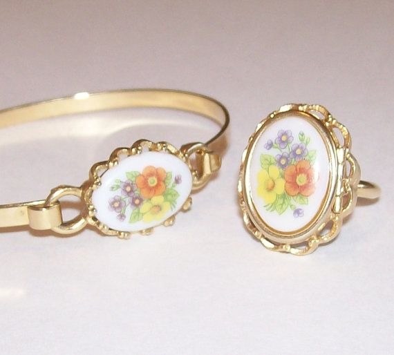 Vintage Avon Jewelry Floral Cameo Ring And Necklace