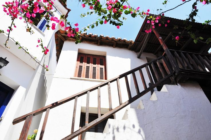 SETKE: June Bookings Down for Greece's Small Accommodation Facilities.