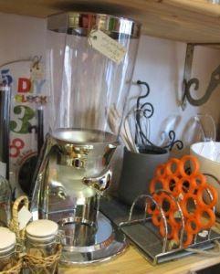 Dispensador de cereales, muy original para tenerlo en casa y hacerlo servir a la hora de los desayunos.