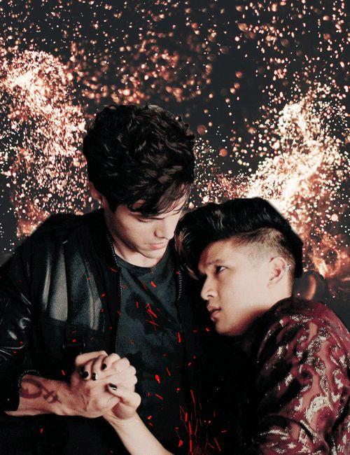 Alec and Magnus | Malec gif | TMI shadowhunters | Matthew Daddario and Harry Shum Jr