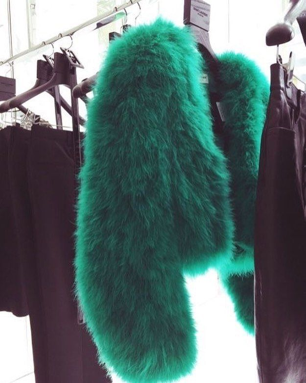 Faux fur as this season's essential💚 Who loves this color? #fur #fauxfur #allwomenstalk